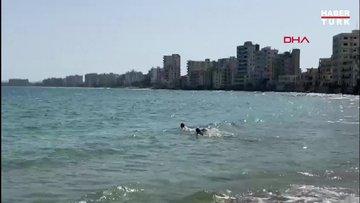 KKTC Kapalı Maraş sahilinde 46 yıl sonra ilk kez denize girdiler