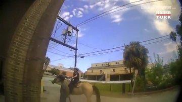 ABD'de atlı polisler gözaltına aldığı kişiyi kementle sokakta gezdirdi