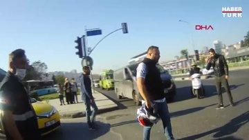 Trafik magandası önünü kestiği motosikletliyi tokatladı
