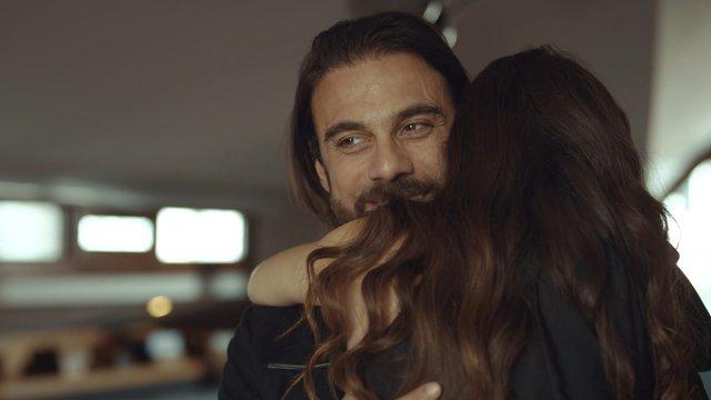 Murat'tan Füsun'a romantik jest!