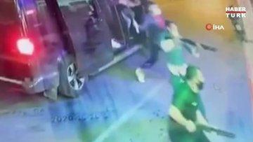 İzmir'de dehşet anları kamerada...7 kişi pompalı silah ve sopalarla tekel bayisini bastı