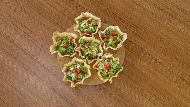 Çıtır çanakta ton balıklı salata