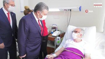 Bakan Koca, depremde yaralananları ziyaret etti