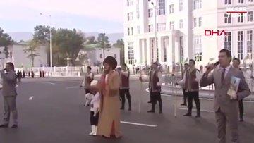 Türkmenistan lideri Berdimuhammedov'a köpeği için diktirdiği heykele tepki yağdı