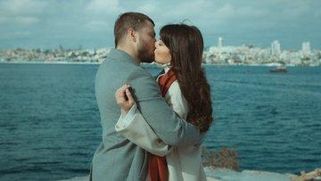 Ali Rıza, Halide'yi öptü!