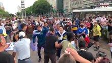 Maradona'yı tezahüratlarla andılar