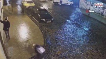 Ukrayna'da olumsuz hava şartları gülümseten görüntülere neden oldu