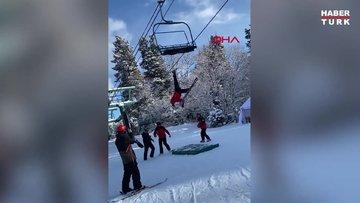 Rusya'da fünikülere takılan acemi kayakçının zor anları kamerada