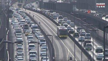 İstanbul'da 56 saatlik sokağa çıkma kısıtlaması öncesi yoğunluk