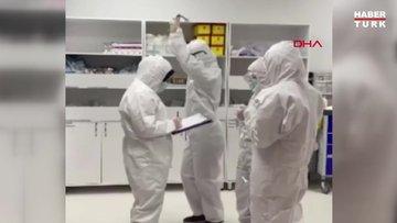 Sağlık çalışanları, koronavirüs halayıyla yeni yıla girdi