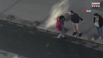 Arnavutköy'de bir garip kavga kamerada...Dakikalarca yumruk yumruğa kavga ettiler, sonra sarılıp gittiler