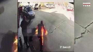 Akaryakıt istasyonunda 2 görevlinin alevler içinde kalması kamerada