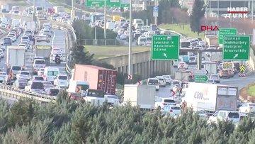 İstanbul'da hafta sonu kısıtlaması öncesi trafik yoğunluğu yaşanıyor