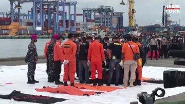 Endonezya'daki uçak kazasına ilişkin yeni kalıntı ve ceset parçaları bulundu