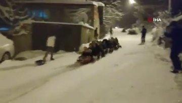 Bursa'da kar çılgınlığı... 45 kadın aynı anda böyle kaydı