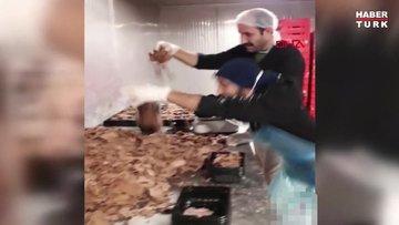 Hazır döner paketleyen iki çalışanın çekip paylaştığı video, tepki çekti