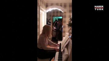 Navaly'ın doktoru polis evini ararken piyano çaldı!