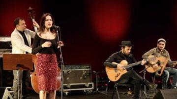 Bilal Karaman Swing Band ve  Ece Göksu bu akşam İş Sanat sahnesine konuk oluyor