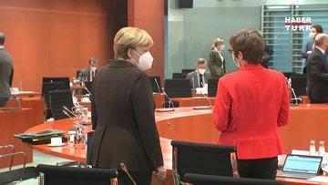 Almanya Başbakanı Angela Merkel'den koronavirüs salgınında korkutan üçüncü dalga açıklaması!