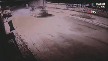 Köpeği vurduktan sonra tekmeleyip çöpe attılar...Dehşet anları kamerada