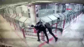 Şişli'de saldırdığı esnafı 12. kattan aşağı attı! O anlar kamerada