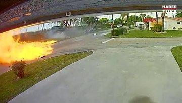 ABD'de uçak otomobilin üzerine düştü: 2 ölü, 2 yaralı