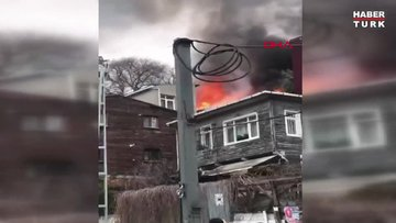 Şişli'de ahşap bina alev alev yandı
