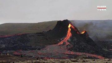 İzlanda'da yüzyıllardır uyuyan Fagradalsfjall Yanardağı'nın lavları üzerinde mangal yaptılar!