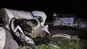Şanlıurfa'da iki otomobil kafa kafaya çarpıştı: 5 ölü, 1 ağır yaralı