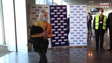 """Rus turist kafilesini taşıyan yolcu uçağı havalimanında """"su takı""""yla karşılandı"""