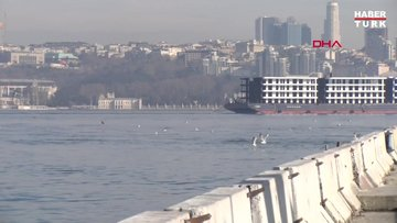 İstanbul Boğazı'ndan 'apartman geçti'
