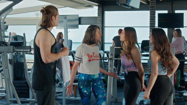 Kızların kıskançlık kavgası!