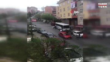Yabancı uyruklu iki grup arasında bıçaklı kavga kamerada: 2 yaralı