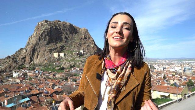 Sevcan Orhan'dan 'Karahisar kalesi yıkılır gelir' türküsü!