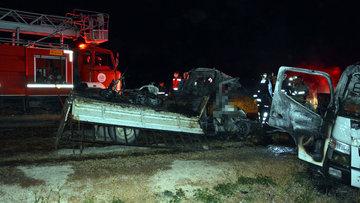 Antalya'da çekici ile kamyonet çarpıştı: 2 kişi yanarak öldü