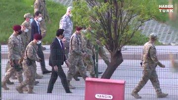 Milli Savunma Bakanı Akar, bordo berelilerle iftar yaptı