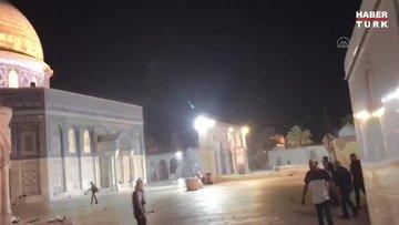 İsrail polisi, Mescid-i Aksa'ya girerek Kıble Mescidi'nin içinde namaz kılan cemaate ses bombalarıyla saldırdı