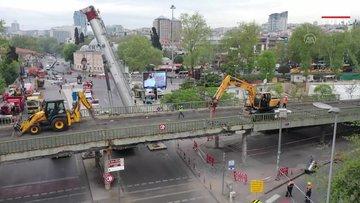 İBB meydan düzenlemesi kapsamında Beşiktaş sahildeki köprüyü yıkıyor