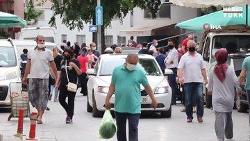 Kentin bir yanında sessizlik hakim olurken, pazaryerlerinden esnafların sesleri yükseldi