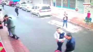 Beyoğlu'nda silahlı kavga kamerada... Kafa atan şahsa kurşun yağdırdı