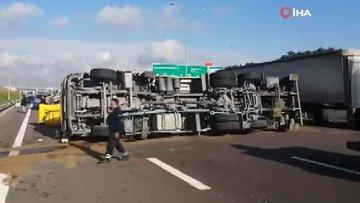 Kuzey Marmara Otoyolu'nda vinç devrildi! 1 yaralı