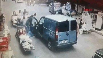 Kiraladığı otomobille kaza yapınca tekme tokat dövüldü