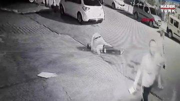 Sokak ortasında bıçaklanma anı güvenlik kamerasında
