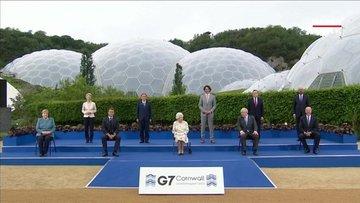 Liderlerle bir araya gelen Kraliçe Elizabeth'ten güldüren soru!