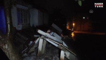 Yoğun yağışla birlikte tek katlı metruk müstakil evin bir kısmı çöktü