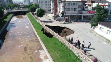 Sivas'ta çökmeyle oluşan 22 metrelik çukur taşlarla kapatılıyor