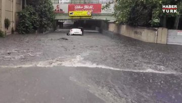 İstanbul Bayrampaşa'da sağanak etkili oluyor