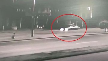 Samsun'da otomobilin çarptığı bisiklet sürücüsü öldü, feci kaza kameraya yansıdı