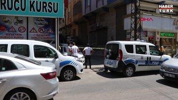 Gaziantep'te üst araması yapmak isteyen polis, zanlının bıçaklı saldırısına uğradı