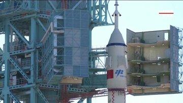 Çin insanlı uzay aracını fırlattı!